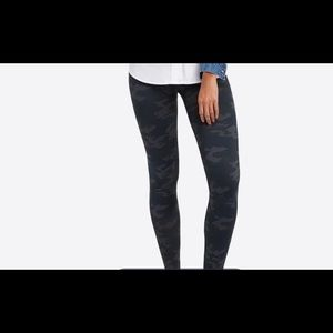 NWT LOOK AT ME NOW SEAMLESS LEGGINGS